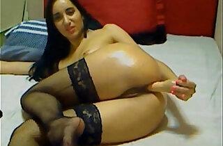 Long legged cam whore fucks herself live