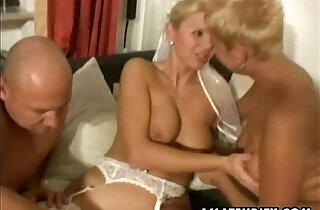 Amateur couple homemade threesome session with slut nasty Milfs