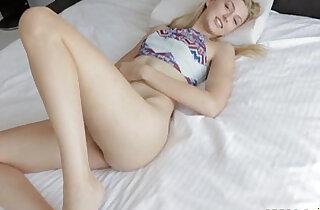 Alexa Grace wants to pleasure with a proper blowjob