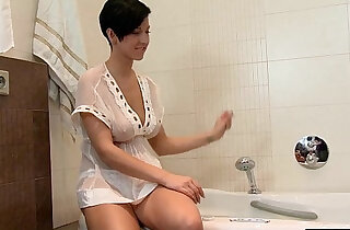 Busty Brunette Rubs Her Pussy In Bath Tub in top slim videos